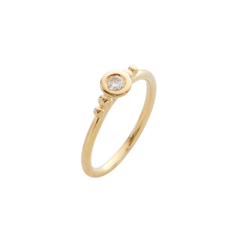 An 18ct yellow gold band with a dazzling diamond at the centre. This is the perfect alternative for someone seeking a truly unique, contemporary engagement ring.