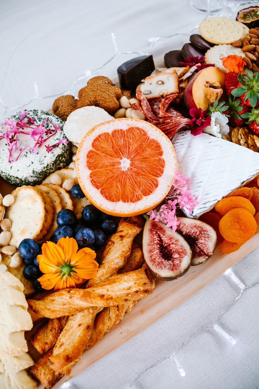 Smor-Kitchen-Christmas-Charcuterie-Recipe-Cheese-Platter
