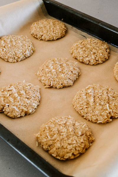 Traditional-ANZAC-Biscuits-Recipe-By-Jaharn-Quinn-Smor-Kitchen