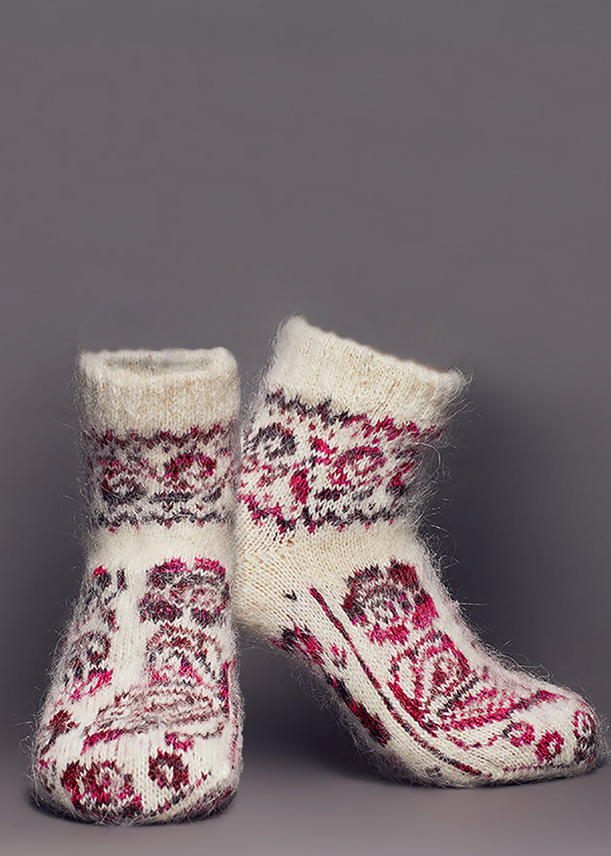 Wool ankle socks for women are made from 80% goat wool and feature butterflies and roses.