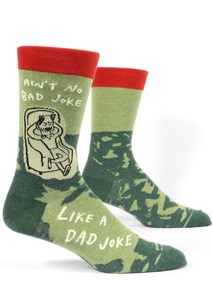 "Funny dad joke socks for men with the words ""Ain't no bad joke like a dad joke."""