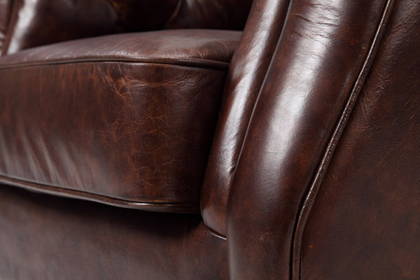 Details of the Chelsea chesterfield chair