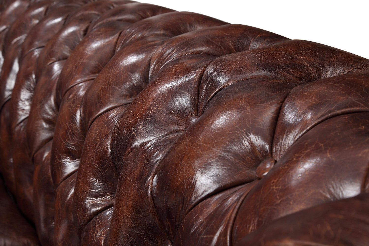 e12a069f734f Tufted backrest of the Original Chesterfield Loveseat