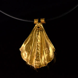 A large Greek Gold Shell Pendant, Hellenistic Period, ca. 3rd - 1st century BC - Sands of Time Ancient Art