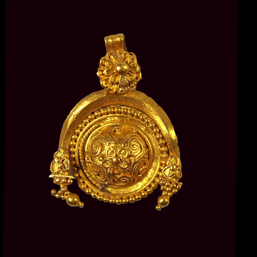 A fine Greek Gold Pendant, Hellenistic Period, ca 3rd century BC - Sands of Time Ancient Art