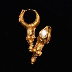 A large pair of Eastern Roman Gold Earrings, ca. 3rd century CE