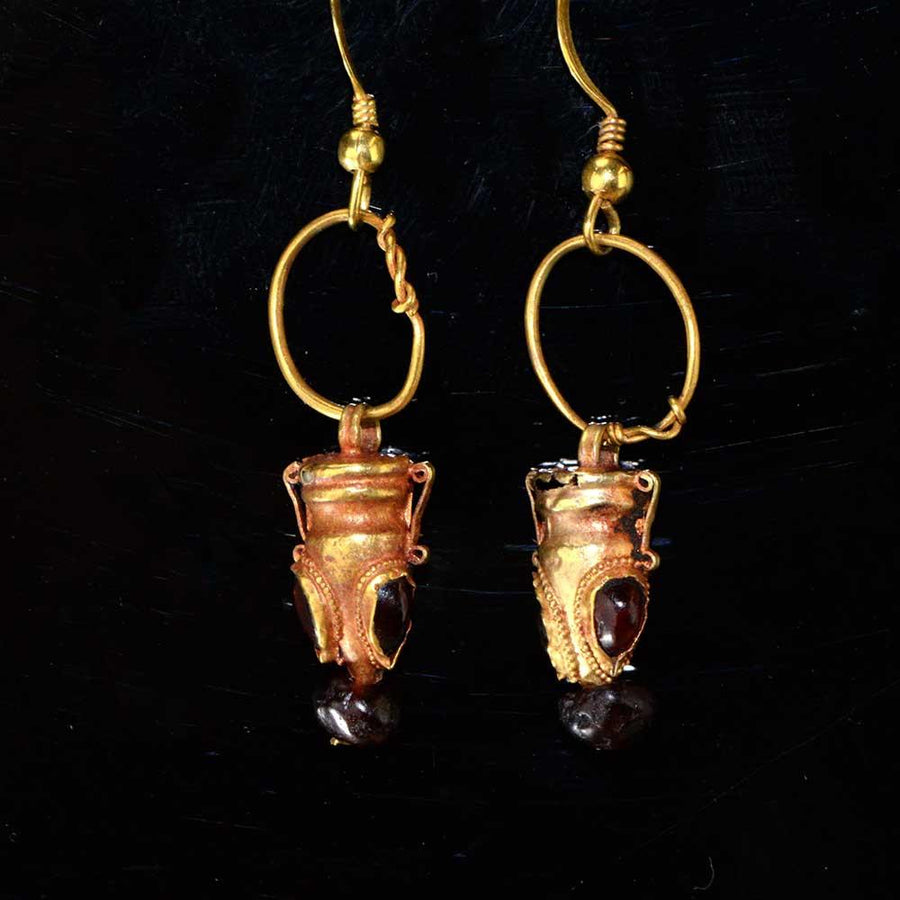 A pair of Parthian Gold and Garnet drop earrings, ca. 2nd-3rd Century AD