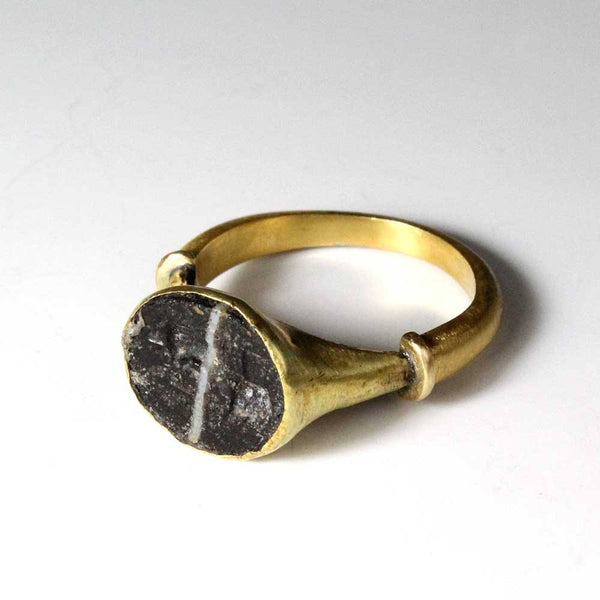 "A Gold Seal Ring with ""Good Luck"" Intaglio, Roman, ca 1st century BC/AD - Sands of Time Ancient Art"