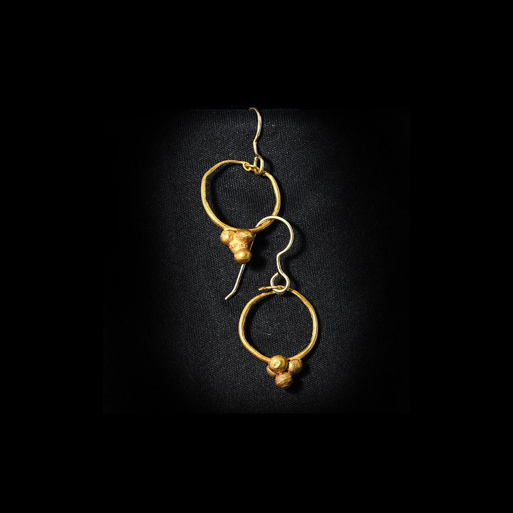 A pair of Roman Gold Grape Earrings, Roman Imperial Period, ca. 1st - 2nd Century CE