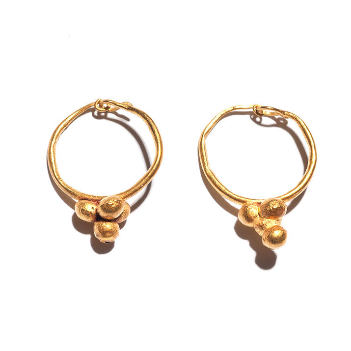A pair of Roman Gold Grape Earrings, Roman Imperial Period, ca. 1st-2nd Century AD