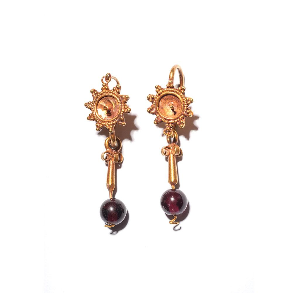 A pair of Roman Gold & Garnet Earrings, ca. 1st century CE - Sands of Time Ancient Art
