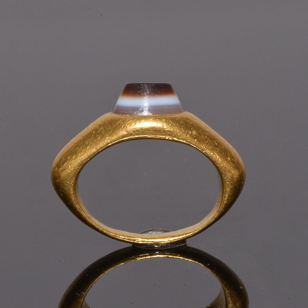 An exhibited Roman Gold and inscribed Eye Agate Finger Ring, ca. 2nd century CE - Sands of Time Ancient Art