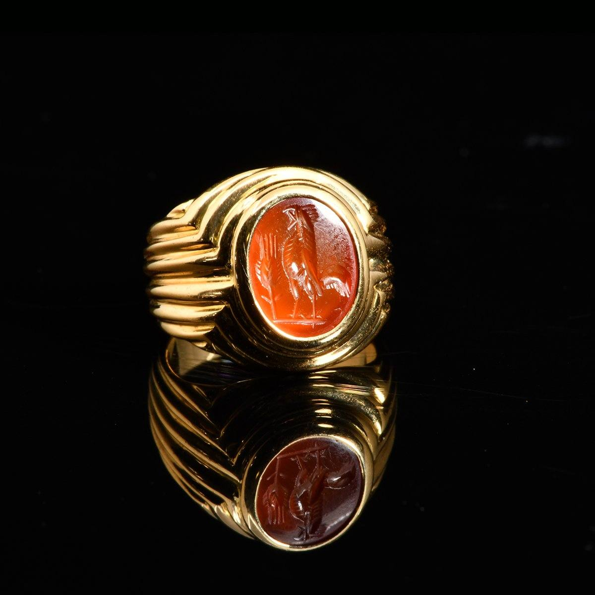 * A fine Bvlgari 18K gold ring with Roman Intaglio, ca 2nd century CE