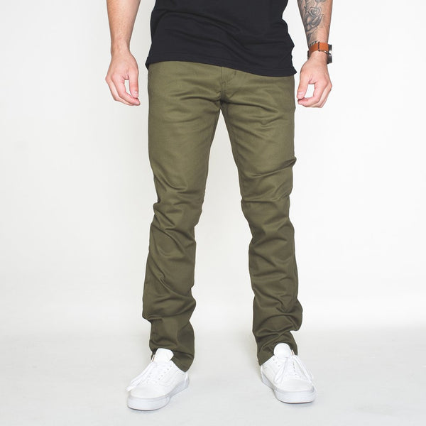 THE CLASSIC CHINO - OLIVE