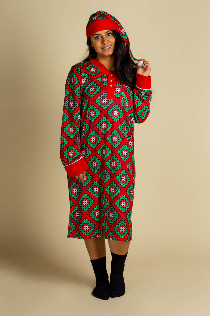 The Quilty Pleasure | Red And Green Quilted Christmas Ladies Nightgown And Cap