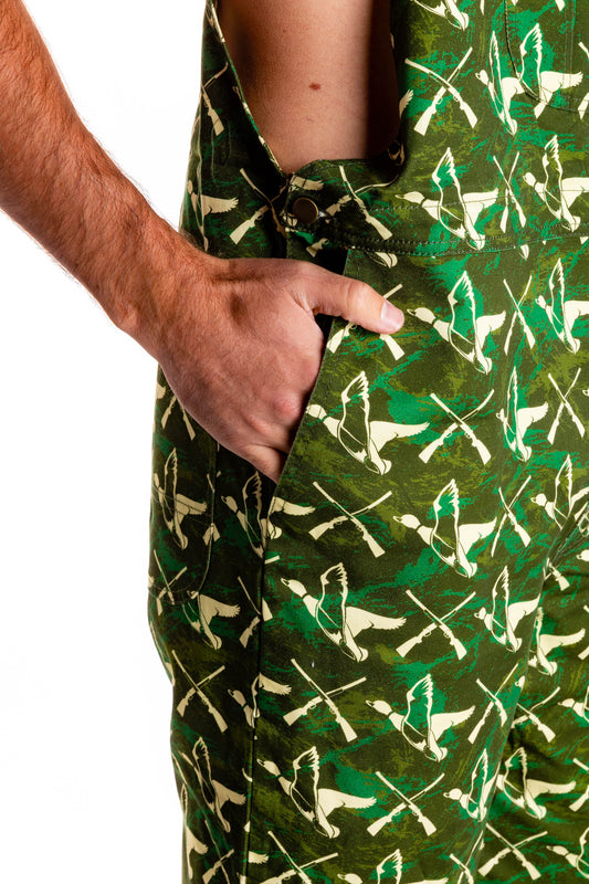 Pockets in green overalls for men hunting