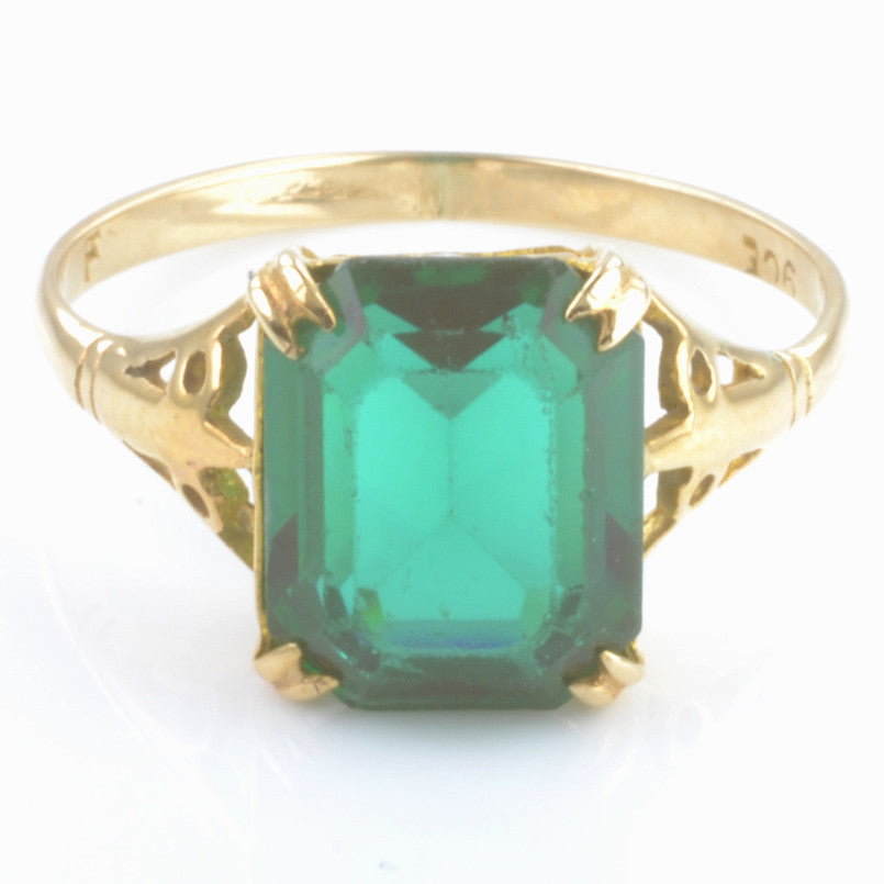 9ct Yellow Gold Synthetic Green Stone Ring