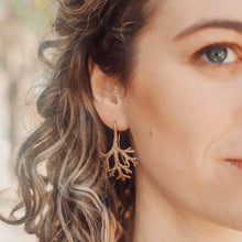 Load image into Gallery viewer, Flannel Silver Leaf Earrings