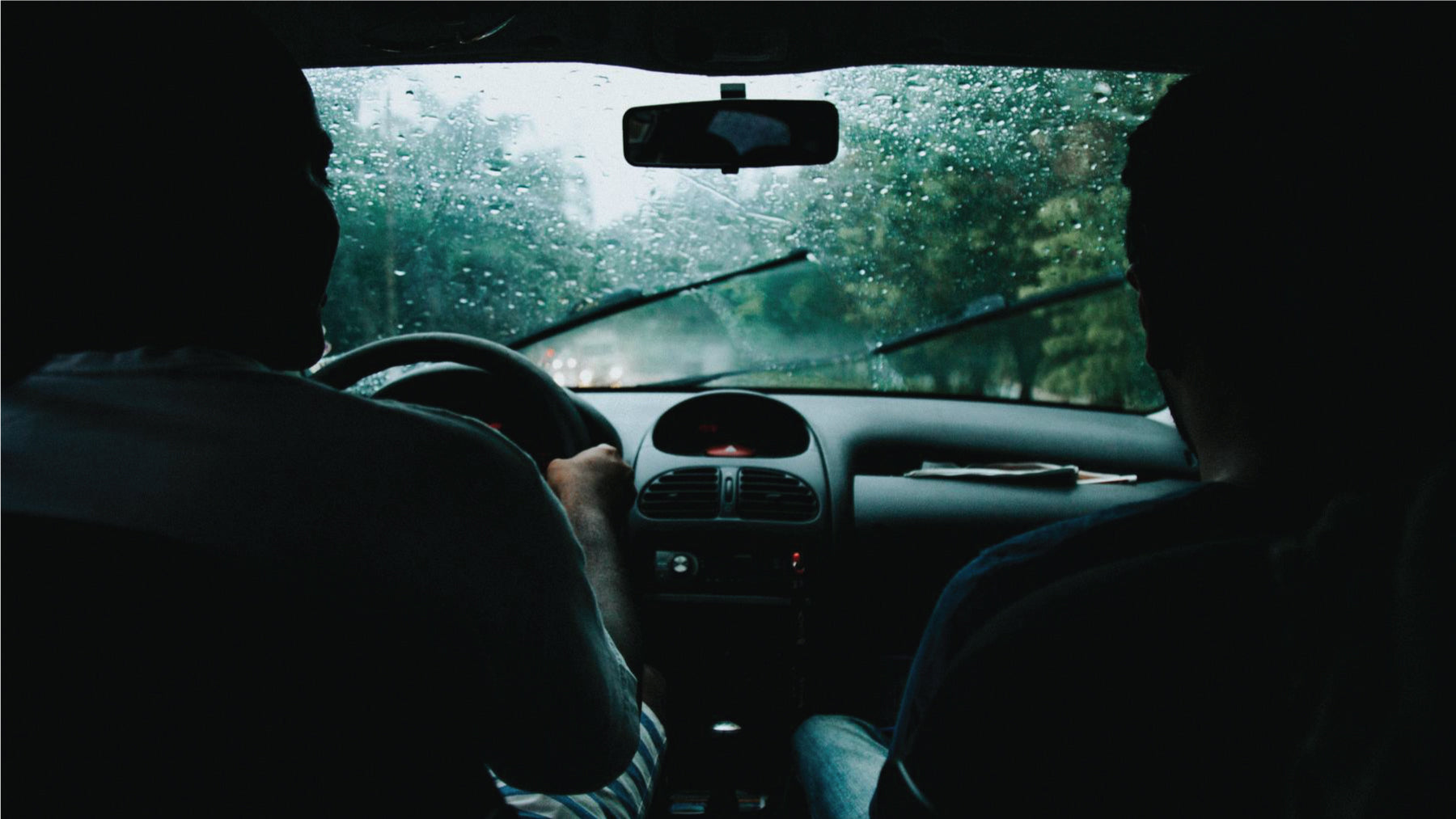 Ways to drive safe in rainy weather