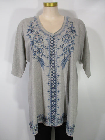 Caite - Heather Grey/Blue 3/4 Dolman Sleeve V-Neck Kira Embroidered Tunic - Linnea's Boutique & Vera's Threads