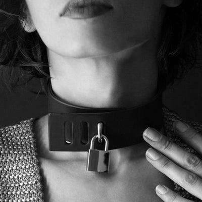 PADLOCK COLLAR BLACK PATENT