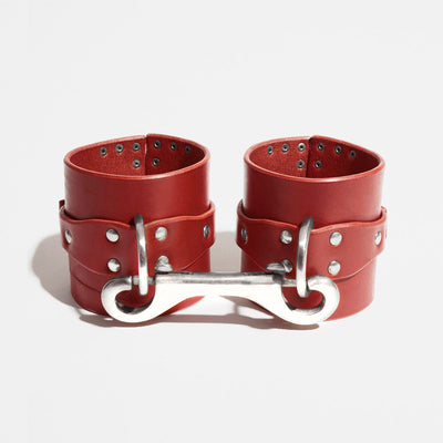 CORNER STUDDED CUFFS - RED