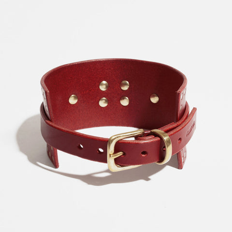 RED CORNER STUDDED COLLAR