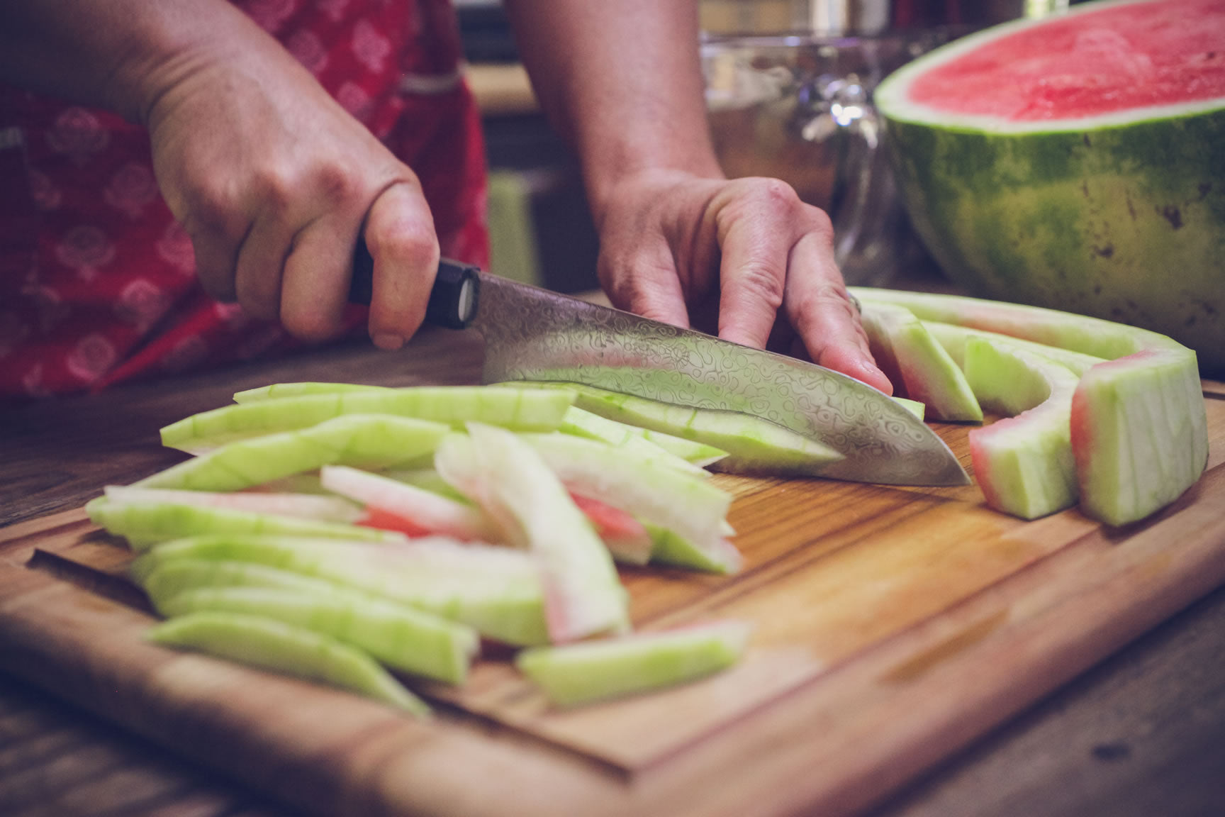 slicing watermelon