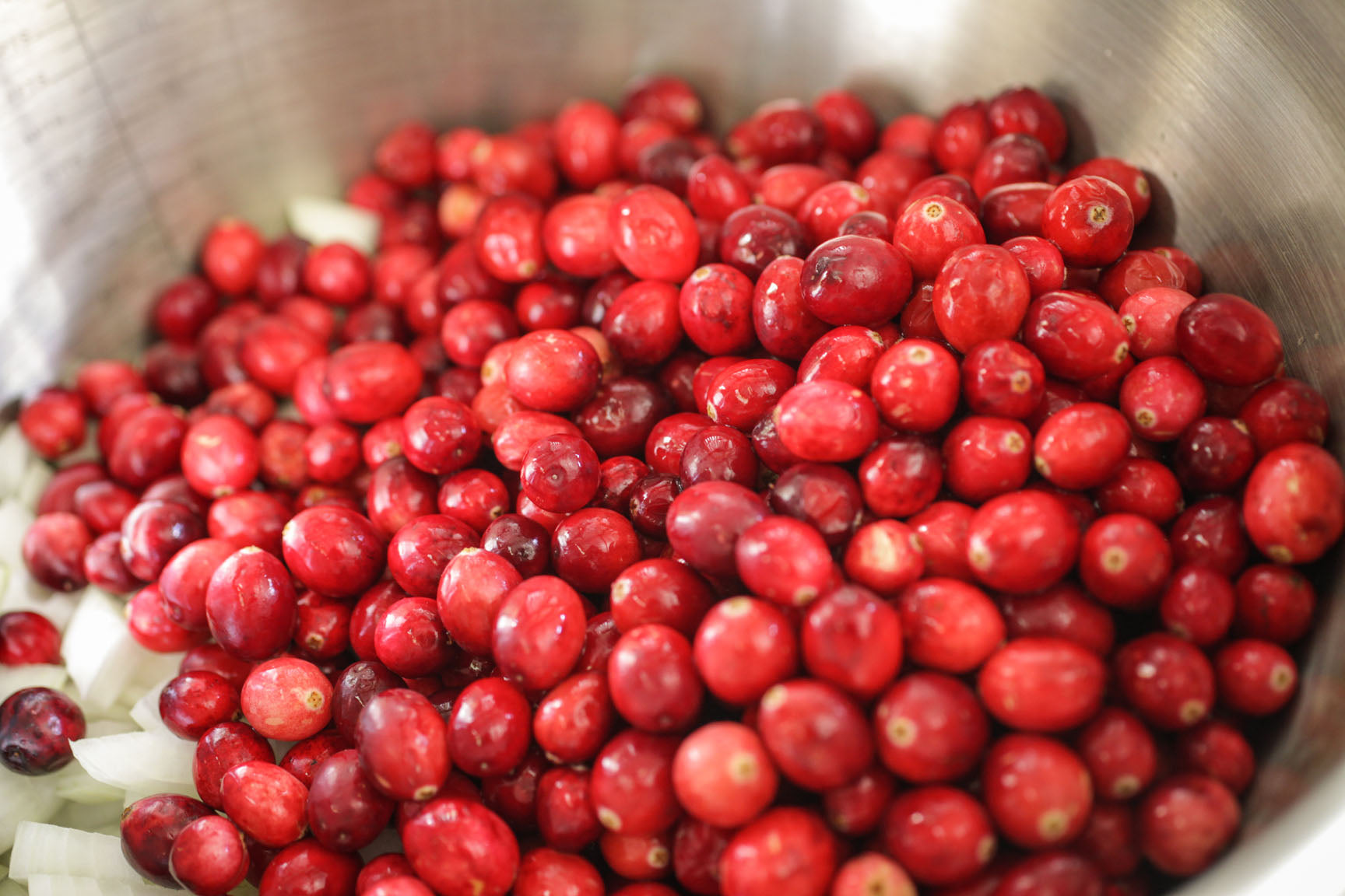 put cranberries in a pot