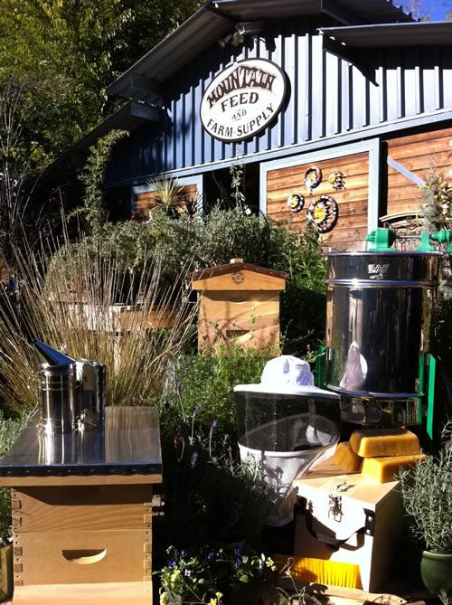 Beau Backyard Beekeeping   Help Save The Bees U0026 Eat Delicious Honey Every Day