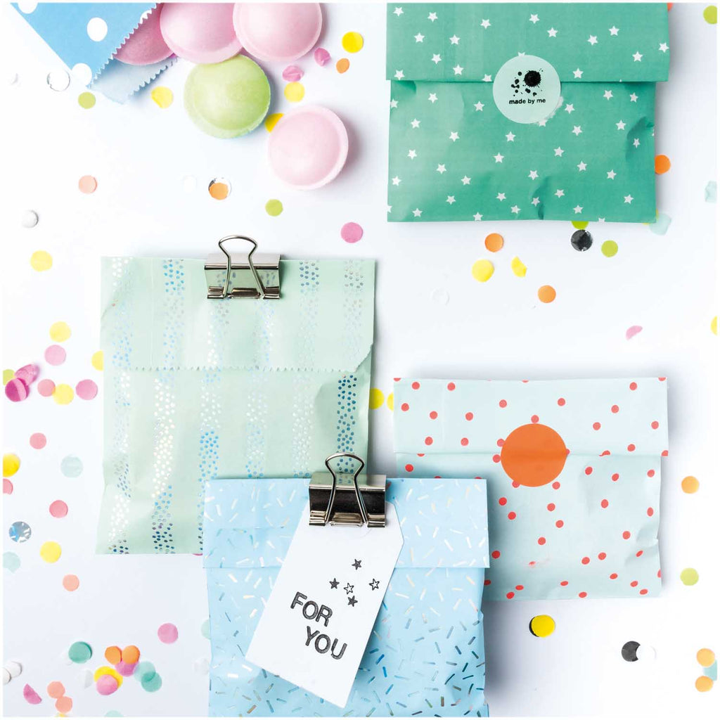 Pack of 20 Mixed Pattern Flat Bags with Coloured Stickers - Blue and Green