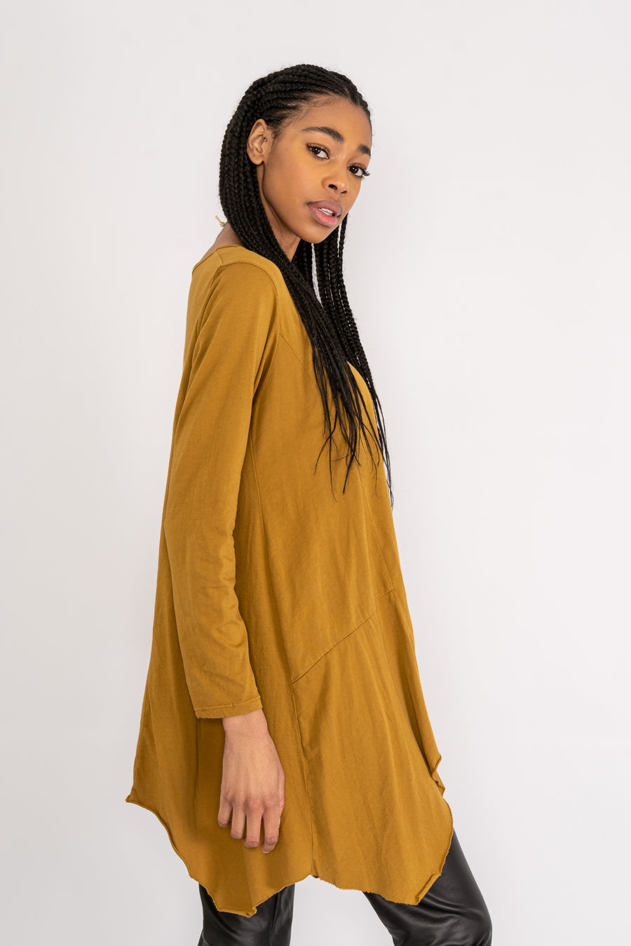 Long sleeve top with dip hem.