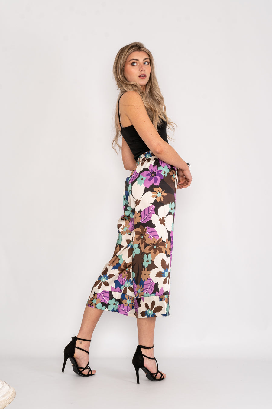 Three quarter length floral drawstring trousers.