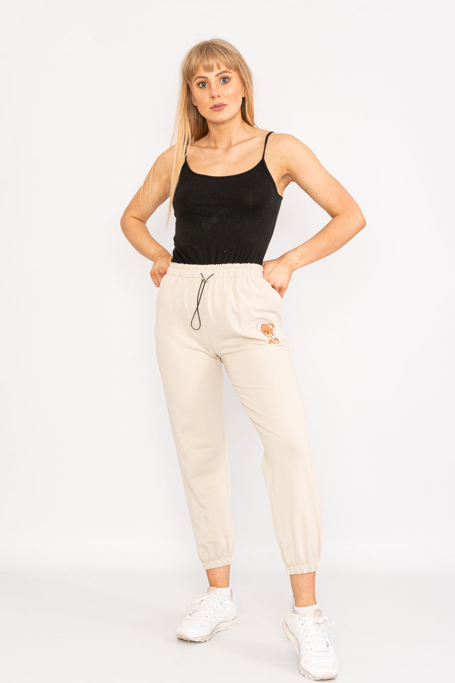 Drawstring teddybear cropped trousers.