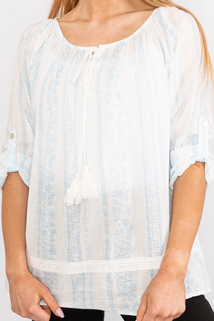 Drawstring top with rolled up sleeves.