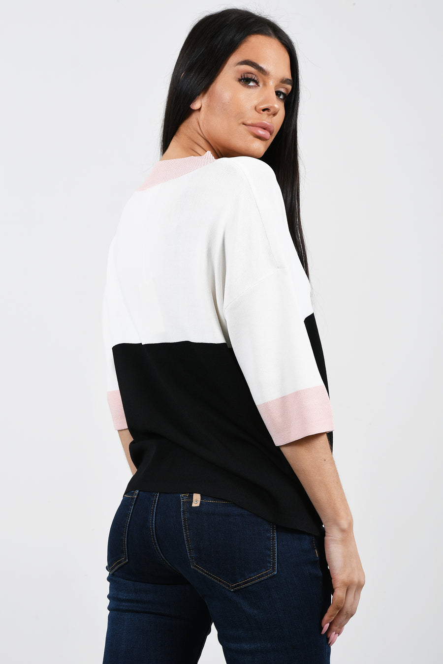 Light knit top with Lurex V neck.