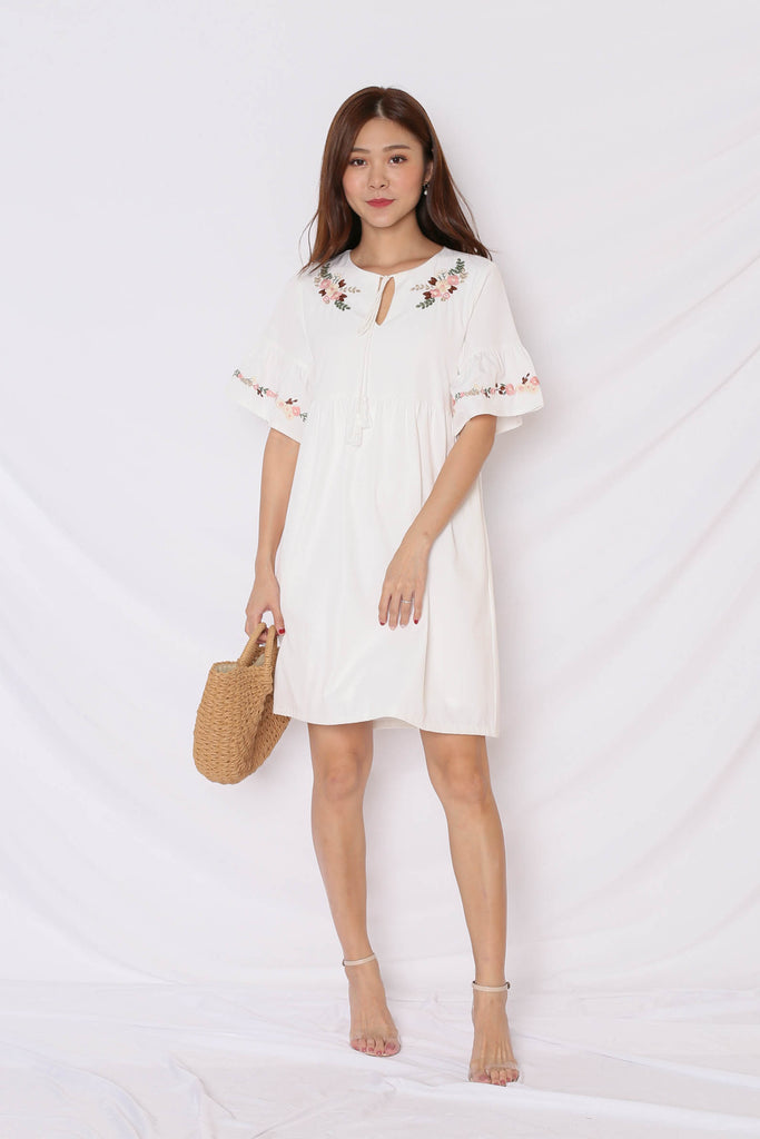 (PREMIUM) GYPSY EMBROIDERY TASSEL DRESS IN WHITE - TOPAZETTE