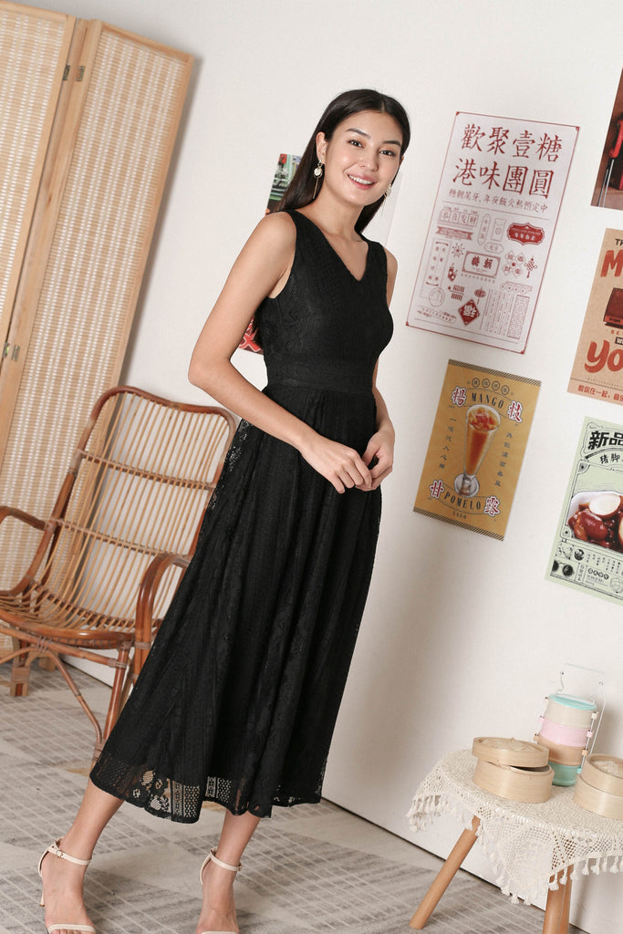 *TPZ* QIANA LACE MAXI IN BLACK