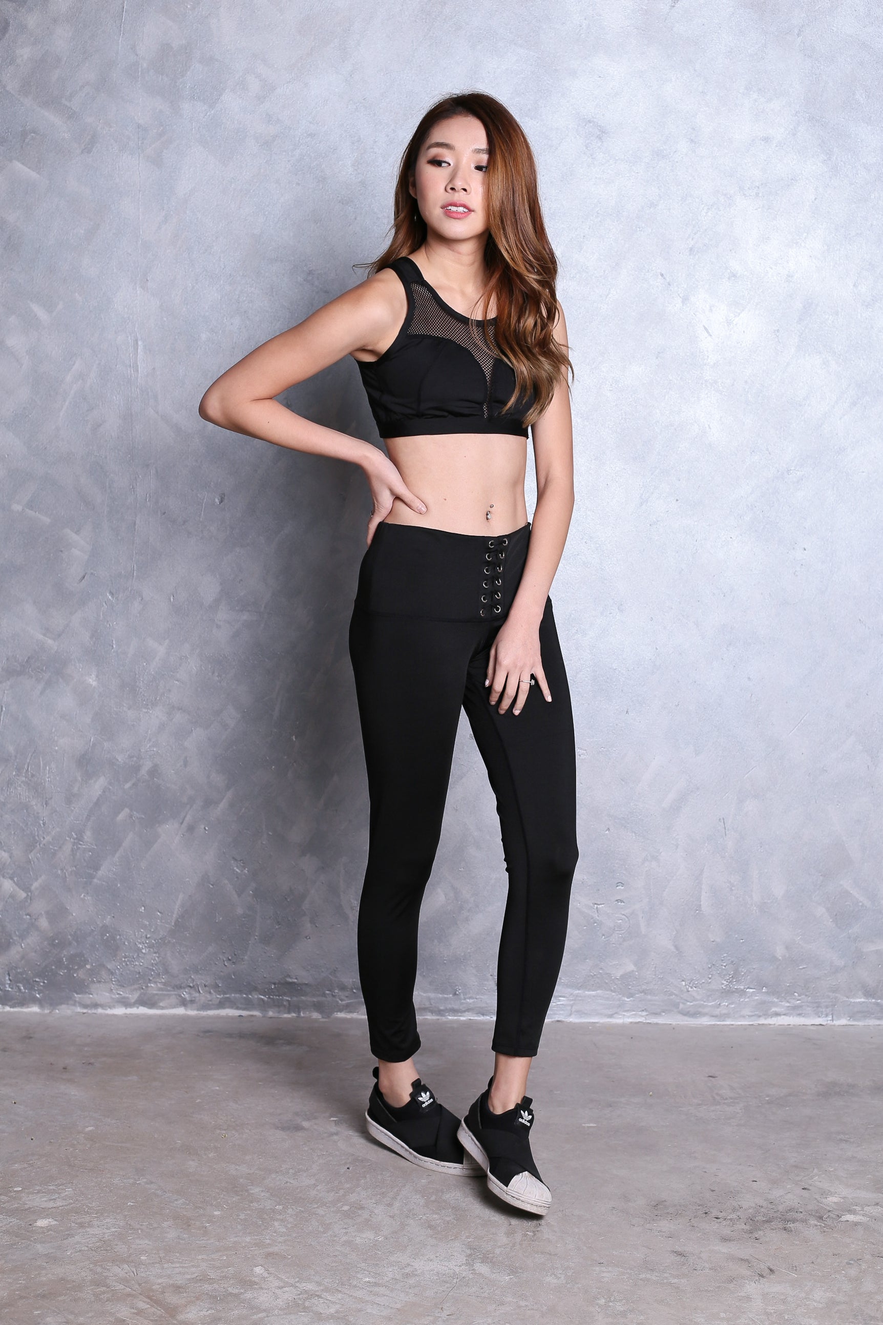 LACE UP ACTIVE TIGHTS IN BLACK
