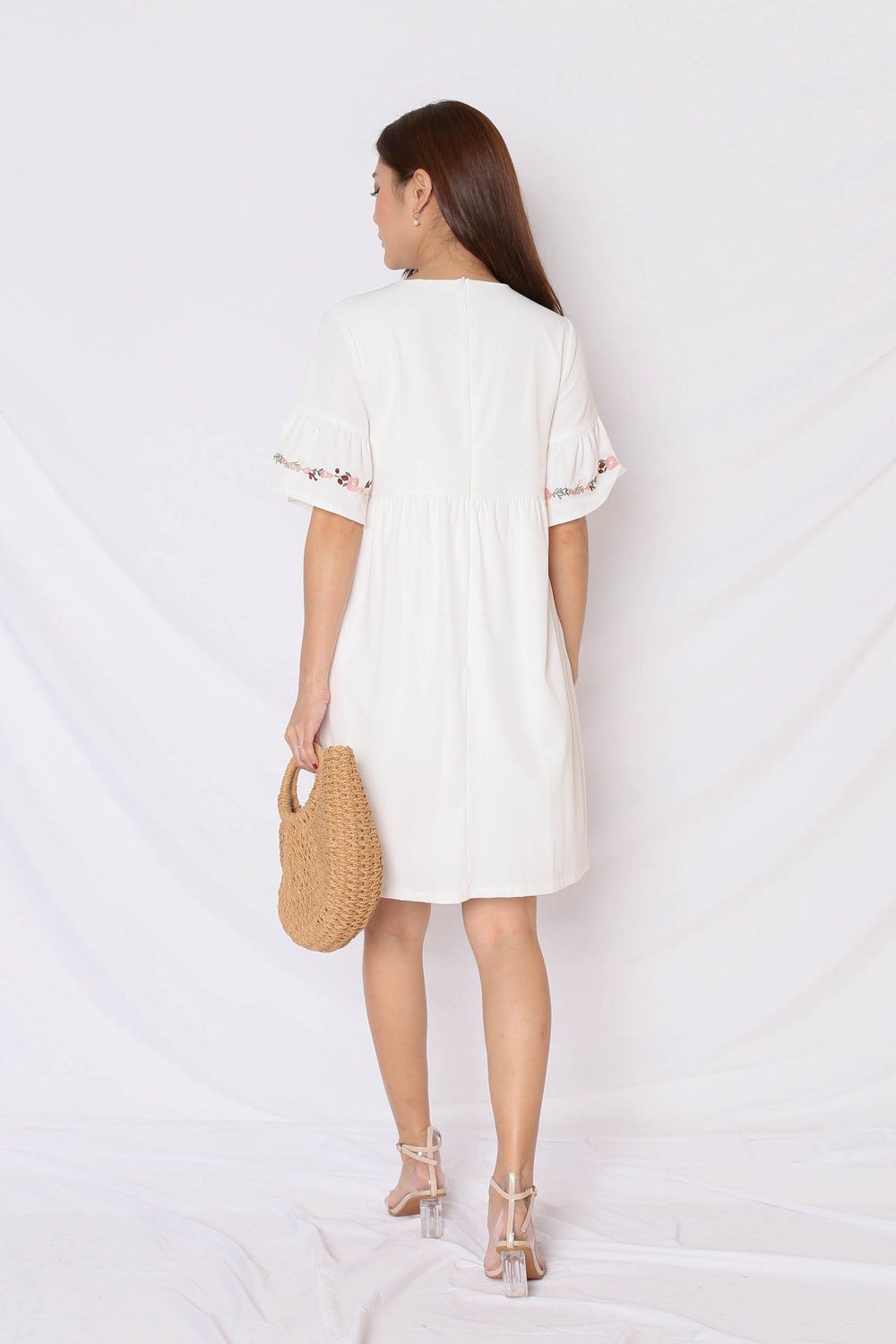 (PREMIUM) GYPSY EMBROIDERY TASSEL DRESS IN WHITE