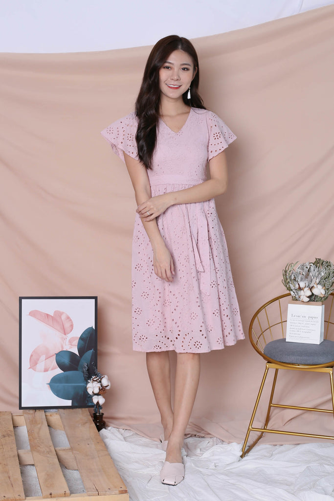 *TPZ* (PREMIUM) FAYE EYELET DRESS IN DUSTY PINK - TOPAZETTE