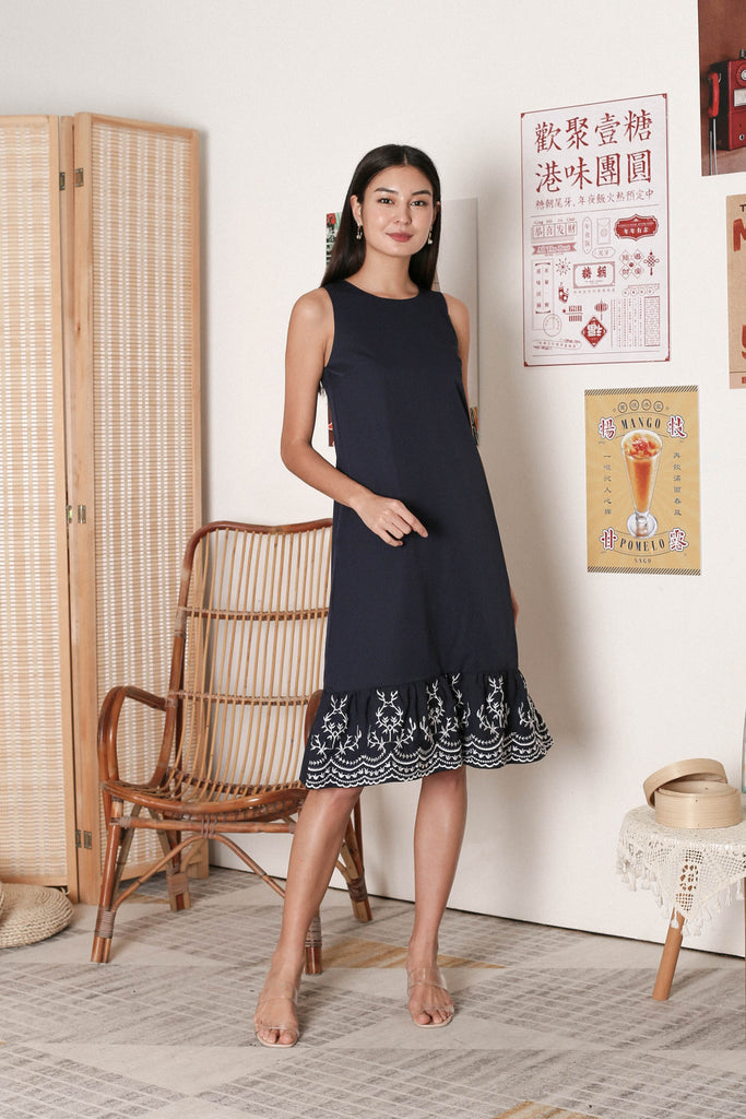 *PREMIUM* LOIS EMBROIDERY DRESS IN NAVY