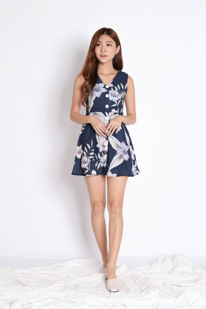 (PREMIUM) YUSRA DRESS ROMPER IN NAVY FLORALS