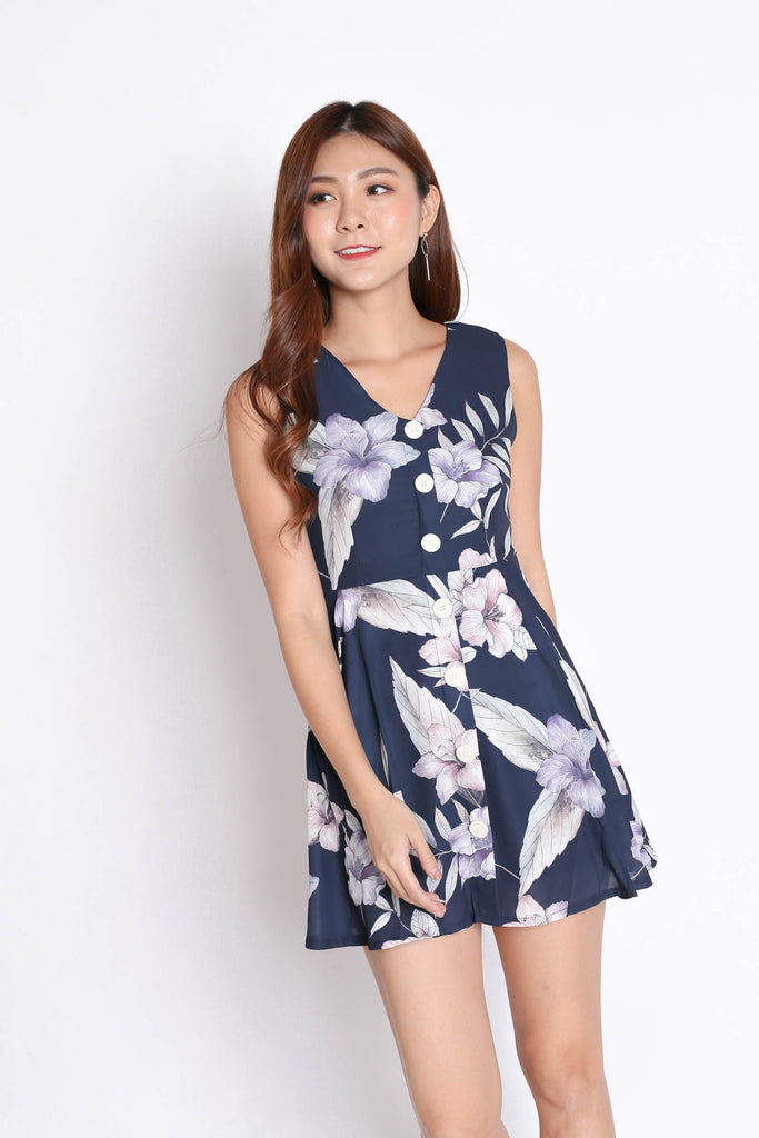 (PREMIUM) YUSRA DRESS ROMPER IN NAVY FLORALS - TOPAZETTE