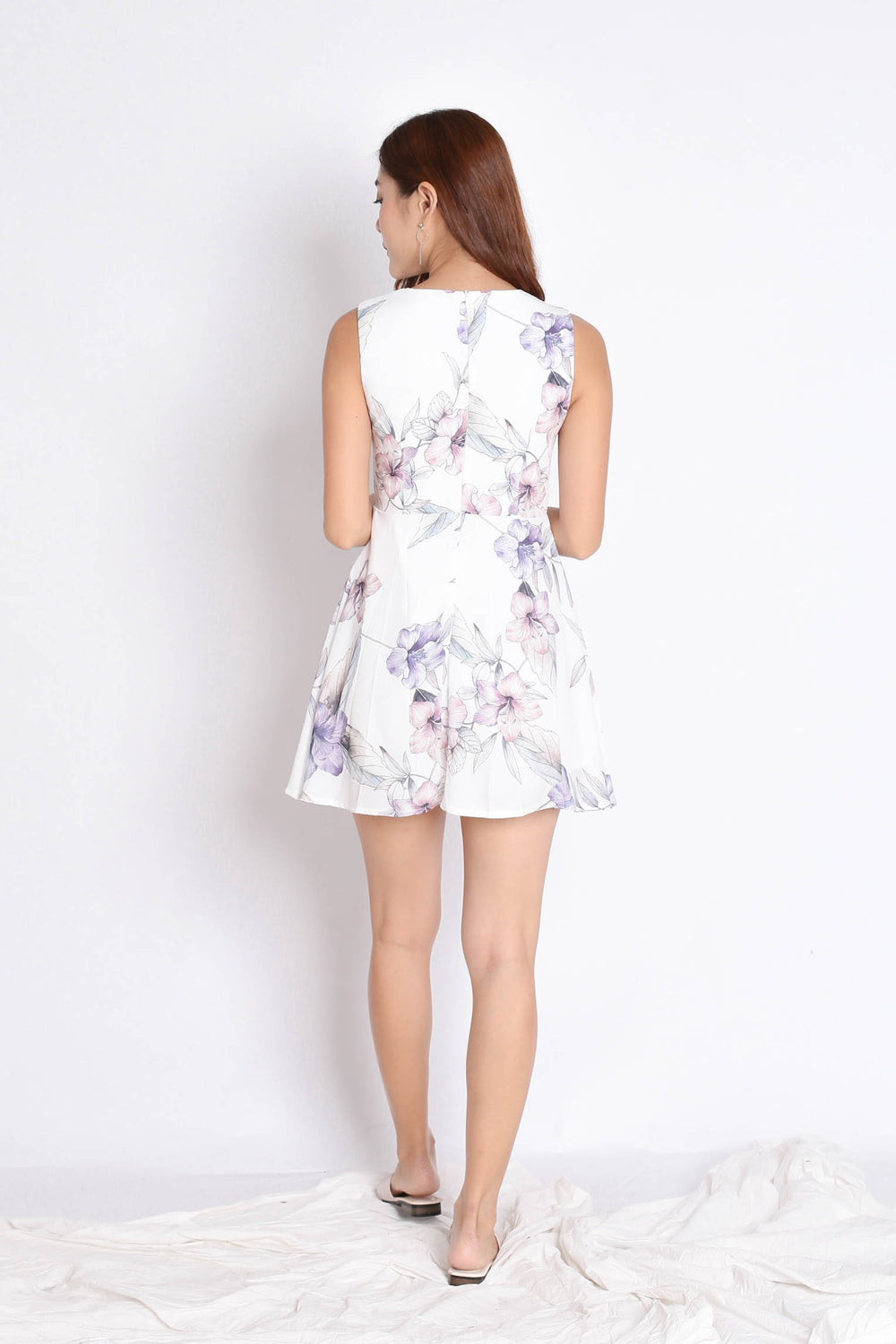 (PREMIUM) YUSRA DRESS ROMPER IN WHITE FLORALS