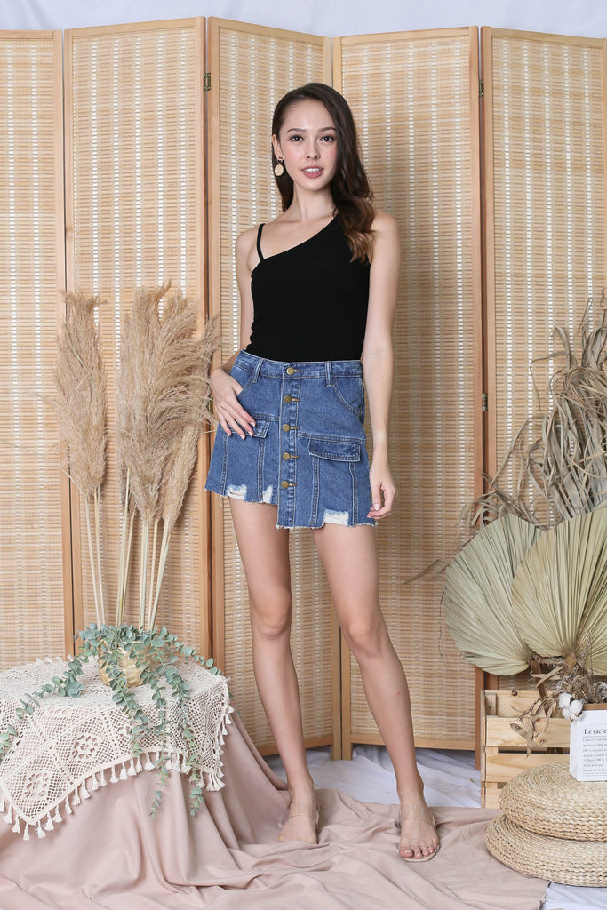 QUISHA DENIM SKORTS IN DARK WASH