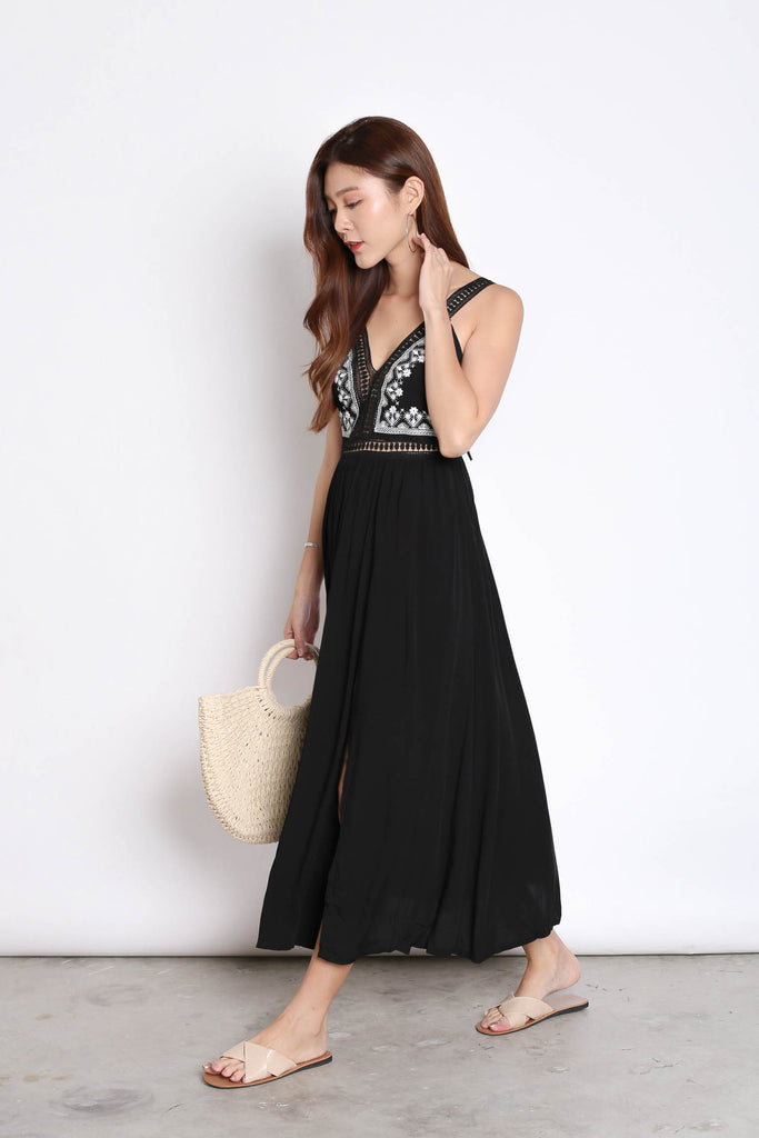 RIA EMBROIDERY MAXI IN BLACK - TOPAZETTE