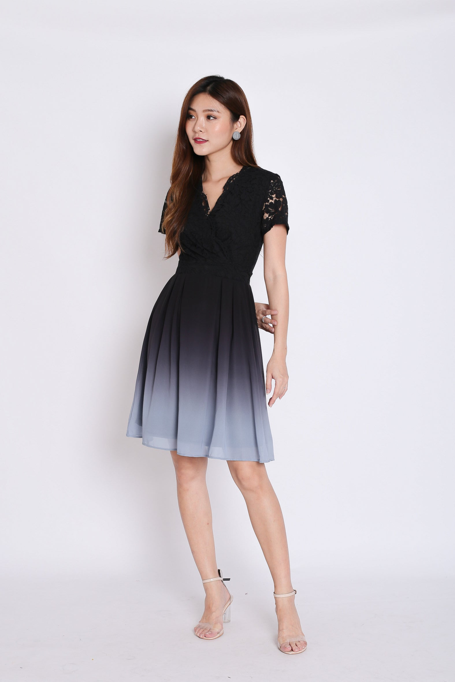 (PREMIUM) LACE OMBRE DRESS (BLACK/ GREY)