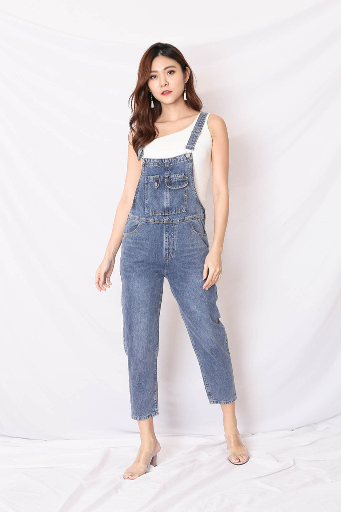 DEXI DENIM DUNGAREE JUMPSUIT IN BLUE WASH