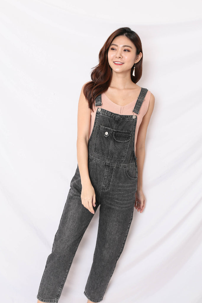 DEXI DENIM DUNGAREE JUMPSUIT IN BLACK WASH